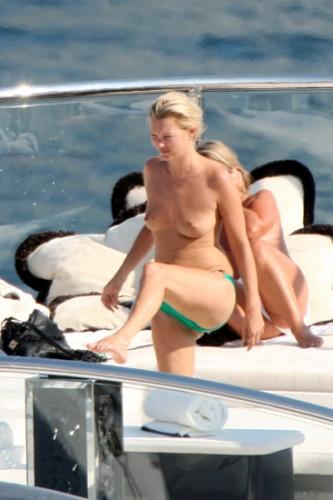 kate-moss--seno-topless-9.jpg