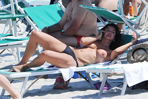 alba-parietti-topless-5.jpg